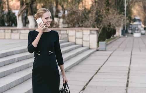 ワイモバイル 電話 女性